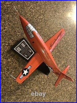 CHUCK YEAGER X-1 Model Signed 1/32 Scale Plane Rocket Danbury Mint, excellent
