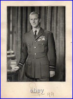 Prince Philip The Duke Of Edinburgh Personally Hand Signed Autographed 5x7 Photo